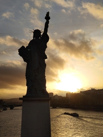 Unedited pic of the Statue of Liberty in Paris