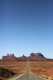 US-W Mile  Monument Valley Postcard View with Moon