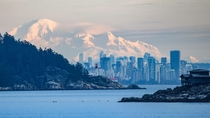 Vancouver with Mount Baker in behind Credit to uk-russ