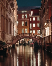 Venice Canals at Night  iglucaaslobo