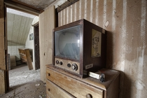 Very Old Television Found Inside an Abandoned Time Capsule House in Rural Ontario