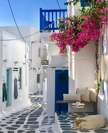walking the streets of Mykonos Greece