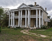 Walnut Ridge Mansion in Gonzales Texas