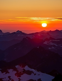 Watching the sunset from the top of the Central Cascades was a lifechanging experience Washington USA OC  AlecOutside