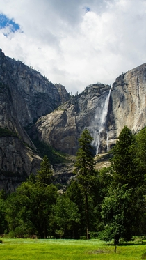 Waterfall in Yosemite in the summer