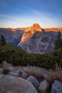When the sun goes down - Yosemite National Park  IG travlonghorns