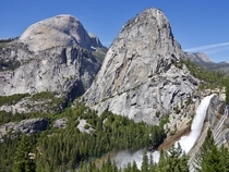 With tall barren rock peaks clear skies and a waterfall so bursting it creates a rainbow youd be excused to think that Yosemite is from some fantasy universe