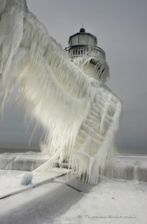 x-post rpics Frozen lighthouse