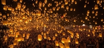 Yee Peng Festival  Thailand  photo by PanatFoto Acare