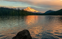 Yesterdays post got some interest so here is another shot from the lost lake moments after the alpenglow on Mt Hood