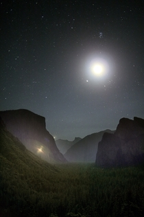 Yosemite national park from the famous Tunnel View point with the Pleiades the Moon Jupiter and a hint of Venus  OS